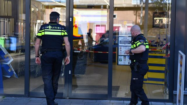 Omstanders houden overvaller supermarkt Alphen aan den Rijn aan