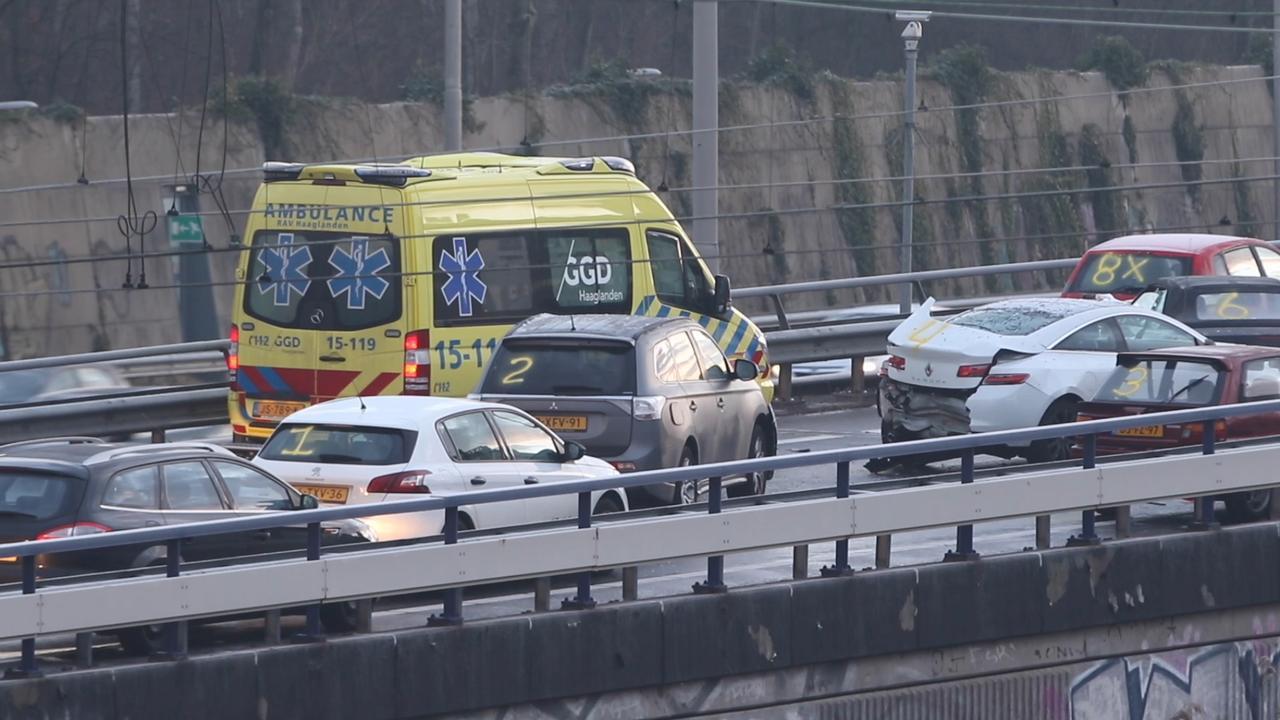 Grote kettingbotsing met ruim 25 auto's bij Zoetermeer