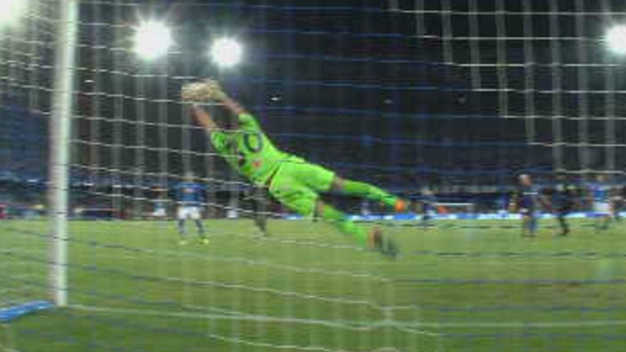 Keeper Cardinale van Nice keert hard schot van Insigne
