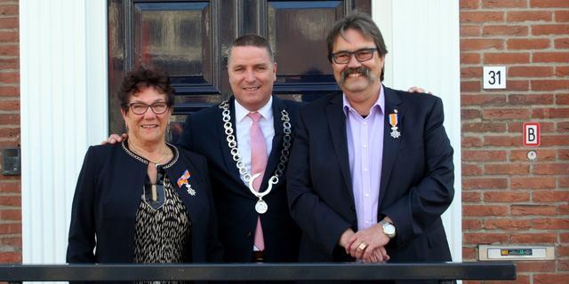 Burgemeester Delhez reikt eerste lintjes uit