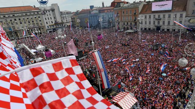 Ruim 100.000 fans bij huldiging zilveren Kroatische WK-ploeg