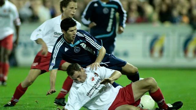 Kozakken Boys-Ajax in 2007, Albert Luque wordt getackeld