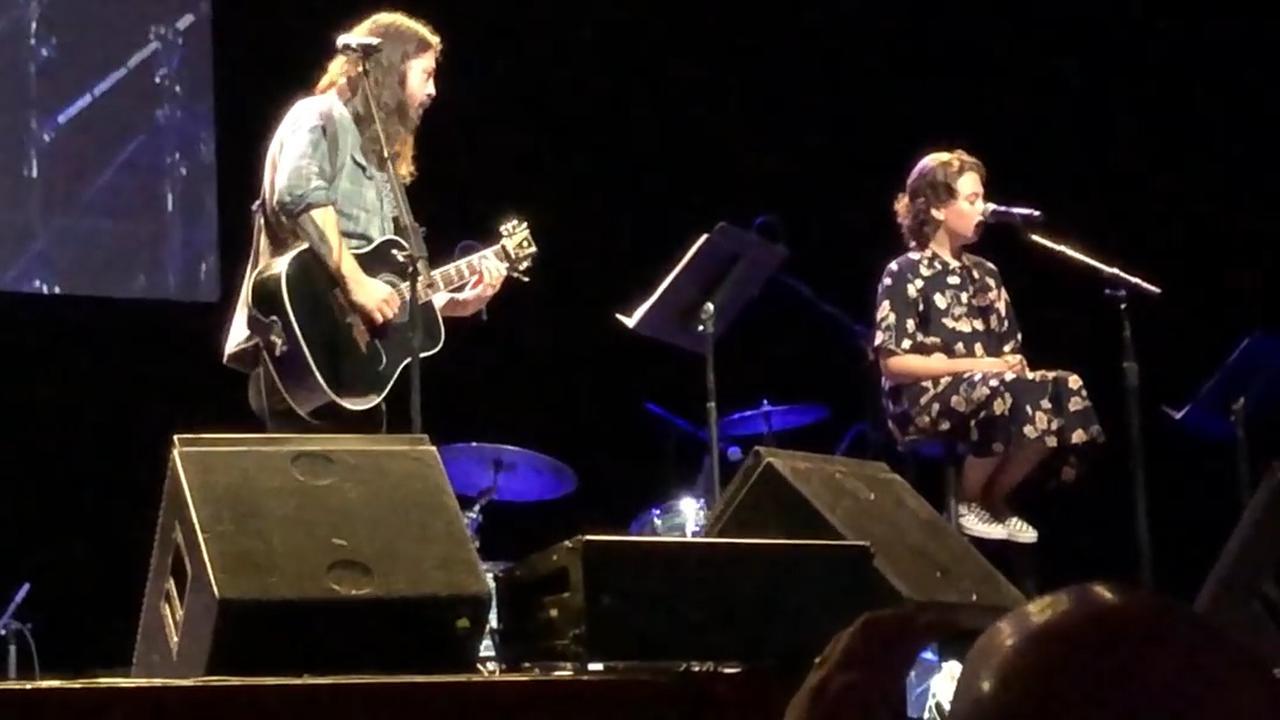Dave Grohl covert samen met dochter nummer van Adele