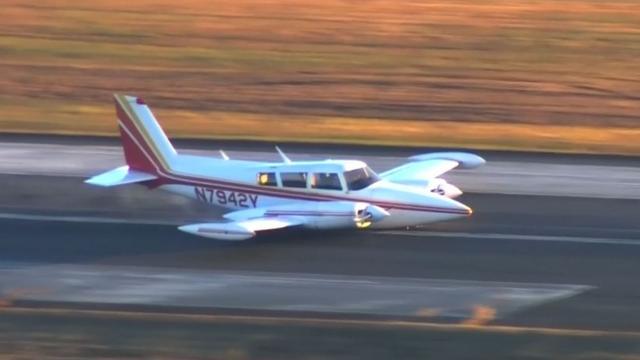 Klein vliegtuig maakt noodlanding zonder landingsgestel in de VS