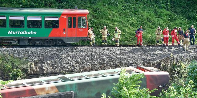 Trein met 45 minderjarige passagiers ontspoord in Oostenrijk, 15 gewonden