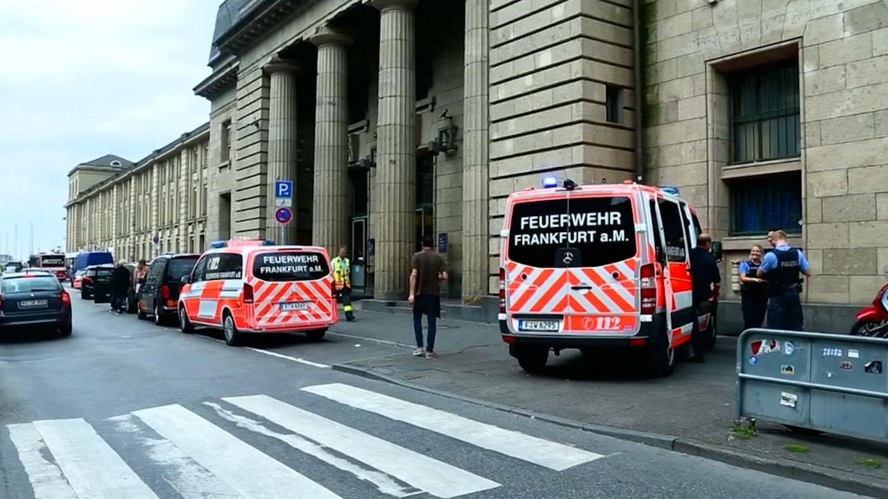 Veel hulpverleners ter plaatse bij station Frankfurt na dodelijk ongeval
