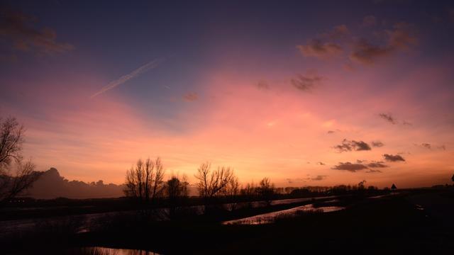 Zeldzame parelmoerwolken gezien in Nederland
