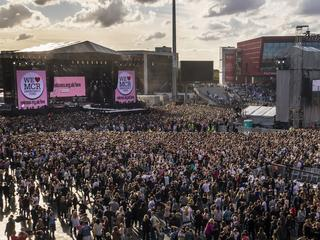 Optredens en boodschappen van onder andere Pharrell Williams, Miley Cyrus, Black Eyed Peas, David Beckham en U2