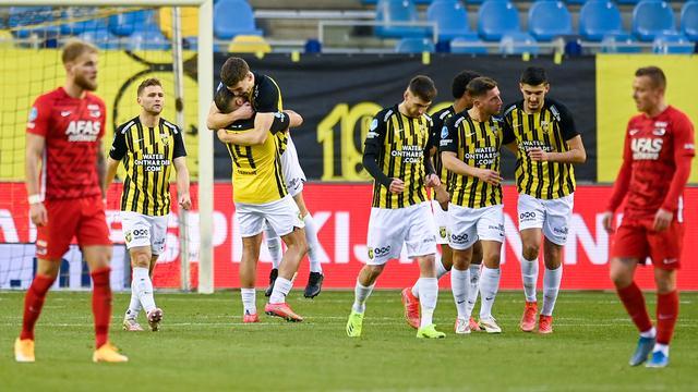 Zonder Riechedly Bazoer was Vitesse met 2-1 te sterk voor AZ.