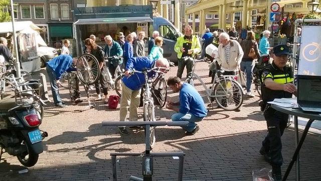 Gratis fietsgraveeractie op Stadhuisplein
