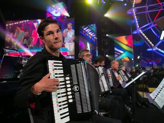 Het orkest zal samen met Willeke Alberti en haar band in de kerk optreden