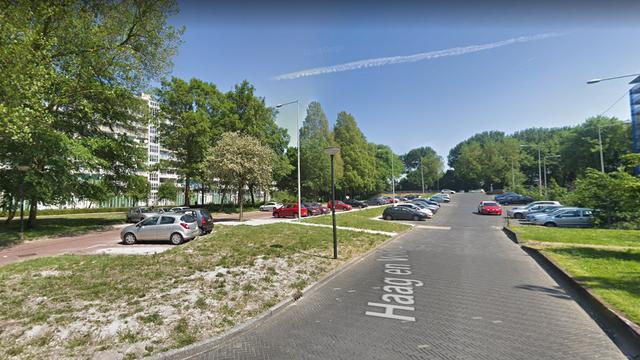 Man gewond geraakt bij steekpartij aan de Haag en Veld in de Bijlmer