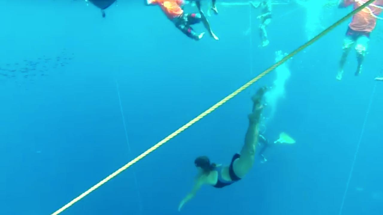 Bekijk de laatste training van freediver Grasmeijer voor recordpoging