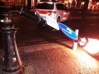 Een van arrestanten vernielde lantaarnpaal op Janskerkhof