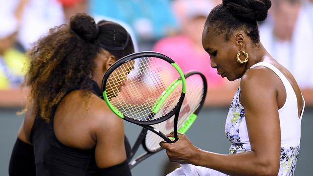 Venus Williams verslaat teruggekeerde zus Serena in Indian Wells