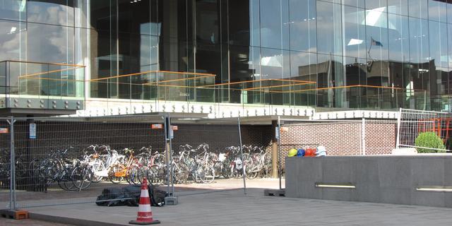 Tijdelijke overkapping tegen vallende stenen station Breda