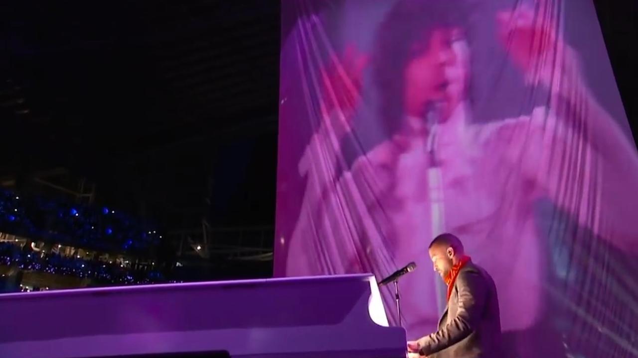 Justin Timberlake eert Prince tijdens optreden Super Bowl