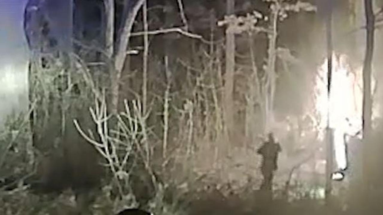 Sheriff redt man uit brandende auto in Michigan