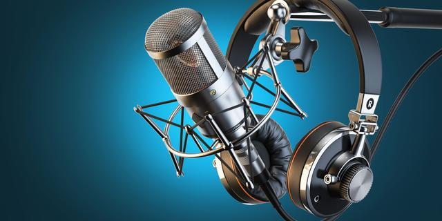 Twentse radio-dj vertrekt live bij omroep om niet naleven coronamaatregelen