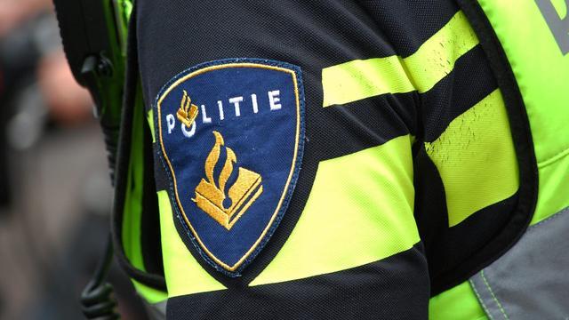 Politie houdt Bredanaar (17) aan na vondst nepwapen in scooter