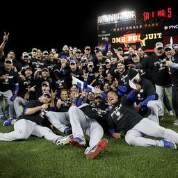 Titelverdediger Chicago Cubs knokt zich naar finale National League