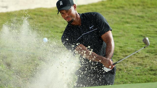 Woods voelde zich ondanks 'domme fouten' snel weer thuis op golfbaan
