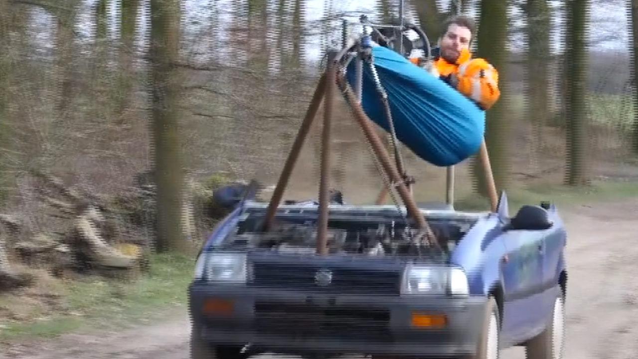 Nederlander maakt een vanuit zijn hangmat bestuurbare auto