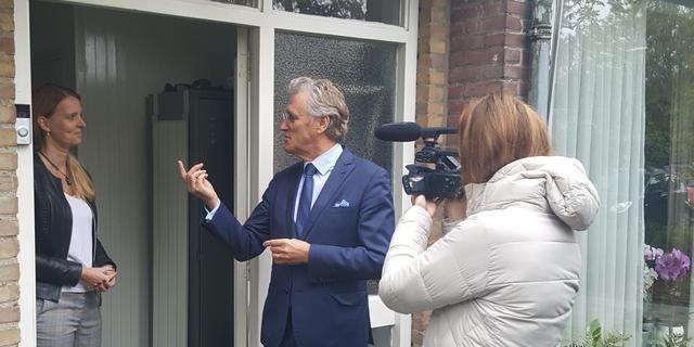Burgemeester Jorritsma neemt eerste digitale deurbel in gebruik