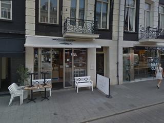 Volgens de gemeente is de bar een toeristenwinkel