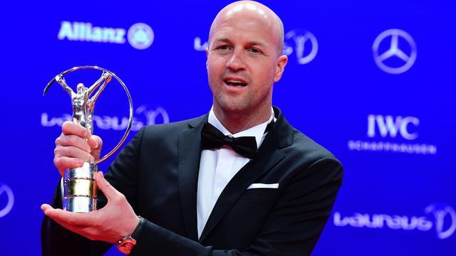 Johan Cruijff geëerd met Laureus Award, Verstappen grijpt naast prijs
