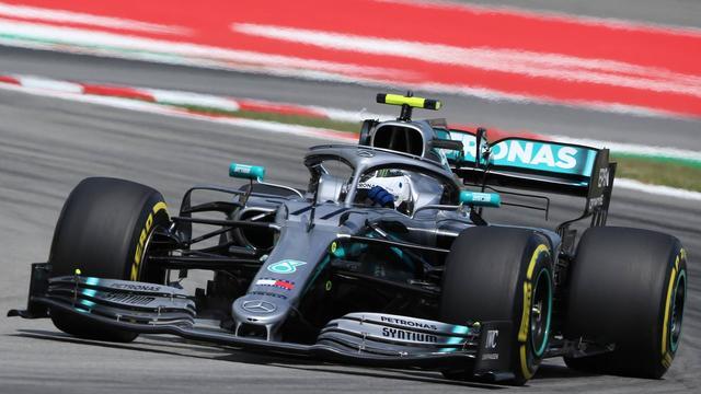 Productieve Bottas veruit de snelste op eerste testdag in Barcelona