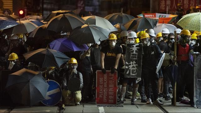 China veroordeelt geweld in Hongkong en spreekt weer steun uit voor Lam