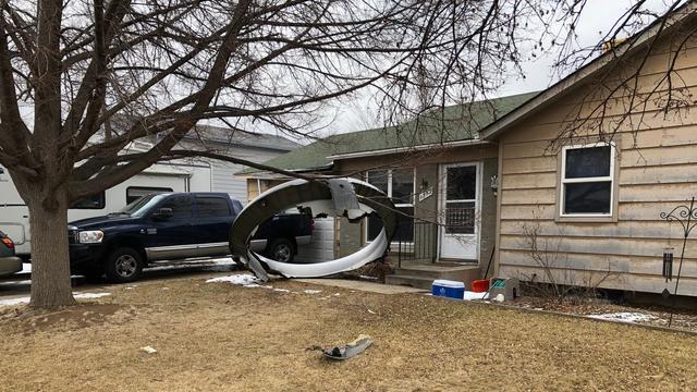 Brokstukken vielen vlakbij huizen in de Amerikaanse stad Denver