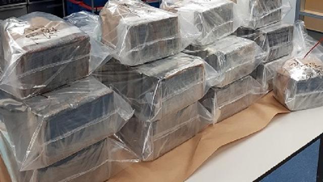 Politie onderschept 300 kilo cocaïne en twee kalasjnikovs in Breda