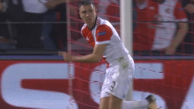 Berghuis kopt Feyenoord uit rebound op 1-0 voorsprong