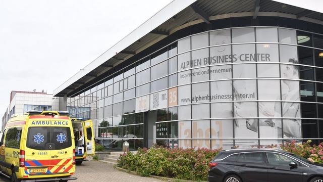 Man valt zes meter omlaag bij Alphen Business Center