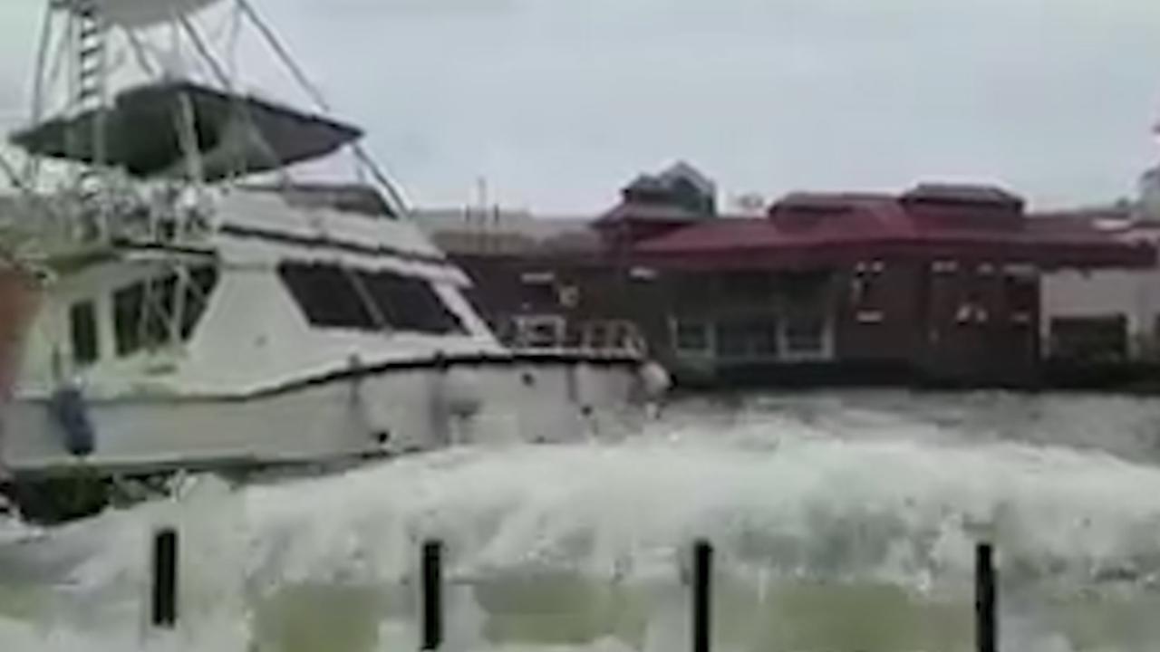 Orkaan Maria zorgt voor harde wind en hoge golven op Dominica