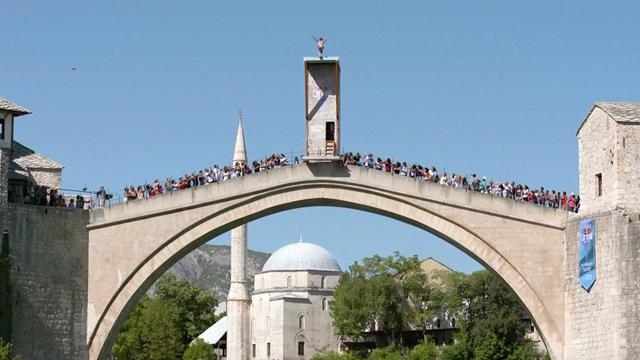 Klifduikers springen van Werelderfgoed in Bosnië en Herzegovina