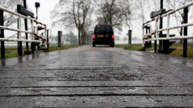 Meerdere ongelukken in midden van het land door gladheid op wegen.