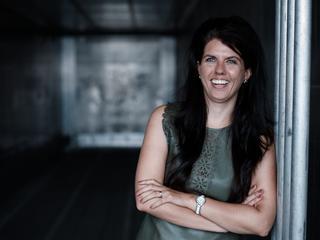 Boek van een jonge, vrouwelijke directeur over vooroordelen in het bedrijfsleven