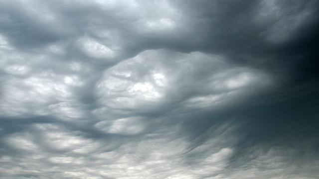Straten blank na flinke regenval in Noord-Brabant