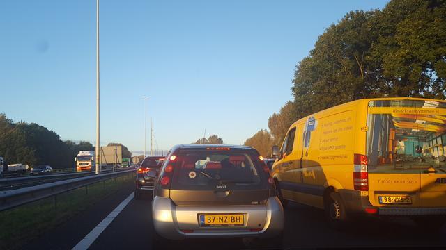 Chaos op de A2 bij Utrecht door ongeluk met vier autos.