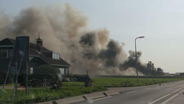 Bijna 1.500 varkens omgekomen bij zeer grote stalbrand in Streefkerk