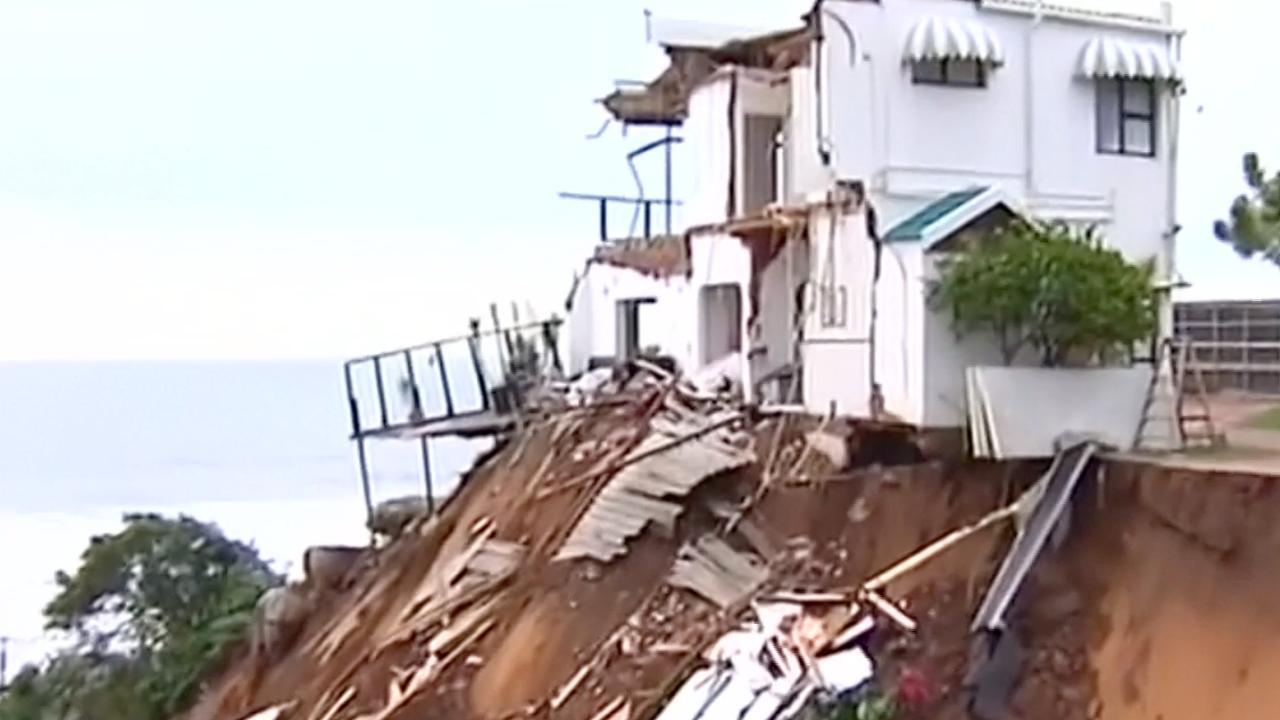 Huizen weggevaagd door aardverschuivingen in Zuid-Afrika