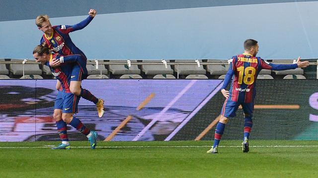 Frenkie de Jong viert zijn treffer tegen Real Sociedad.