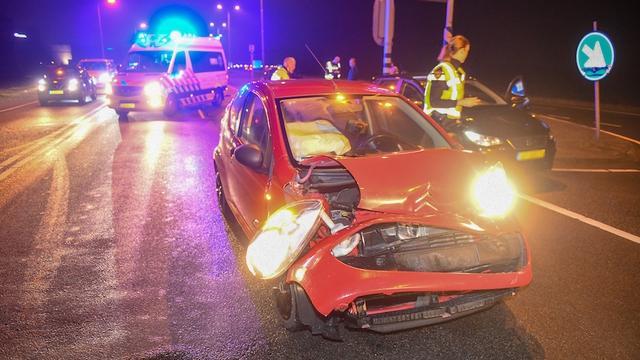 Twee voertuigen lopen schade op na botsing N11