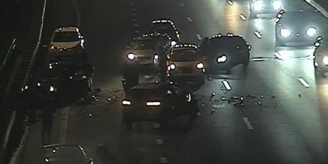 Ongeluk met zeker zeven auto's op A10 bij Oud-Zuid