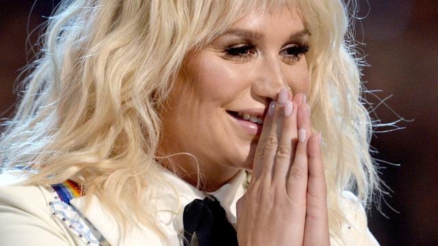 Schrijven nieuwe muziek hielp Kesha door moeilijke tijd
