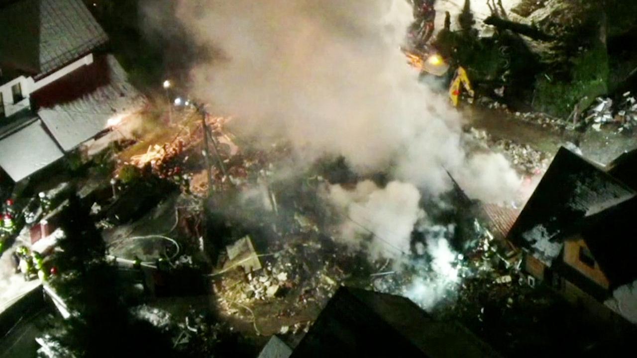 Hulpdiensten zoeken overlevenden na explosie in Pools skioord