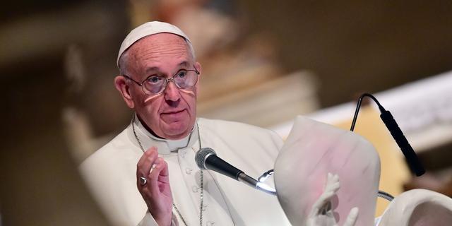 Paus vindt dat kerk geobsedeerd is door geld